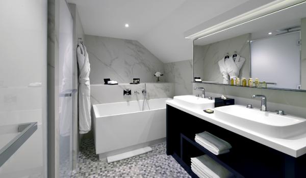 salle de bain solid surface hôtel Baltharzar