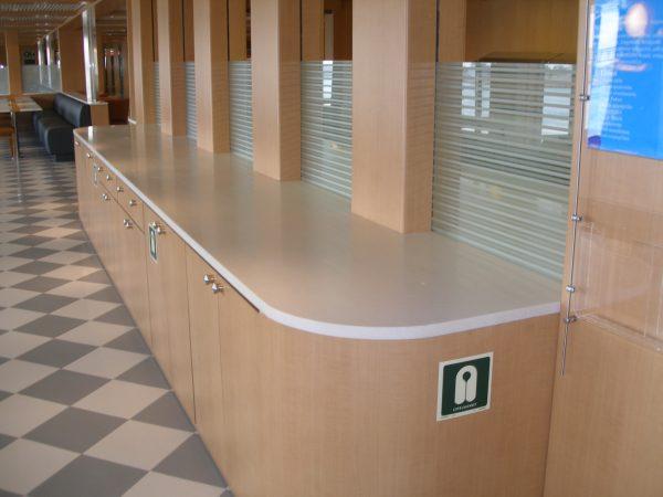 Banque d'accueil en solid surface